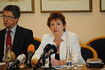 Akreditační komise  jednala ve středu 25. listopadu na svém výjezdním zasedání v Litomyšli o osudu plzeňské právnické fakulty.