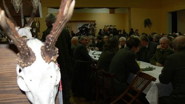 Myslivecký sněm v Opatovci: hodnocení sezony a vyznamenání.