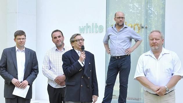 Unikátní expozice  ve White Gallery v Osíku.  V soukromé  galerii  Martina Jandy  je v současné době instalovaná  výstava obrazů Františka Kupky.