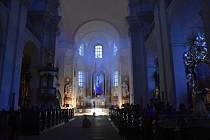 Piaristický chrám v noci zahalilo zvláštní světlo