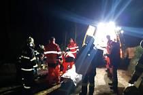 Do skal v Toulovcových Maštalích vyjížděli v neděli večer hasiči a záchranáři.