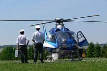 Na silnice dohlédli z vrtulníku.
