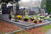 Hřbitov během Památky zesnulých.