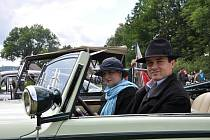 WANDERER z roku 1933 na silnicích jen tak nepotkáte. Jánovi v něm vyjíždí občas na výlet a známým na svatbu.