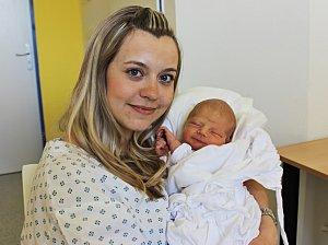 DAVID NOVÁK se narodil 11. května ve 20.25 hodin. Vážil 3,2 kilogramy a měřil 52 centimetrů. S rodiči Pavlínou a Lubomírem bude vyrůstat v Litomyšli.  Foto: Pavlína Horáčková