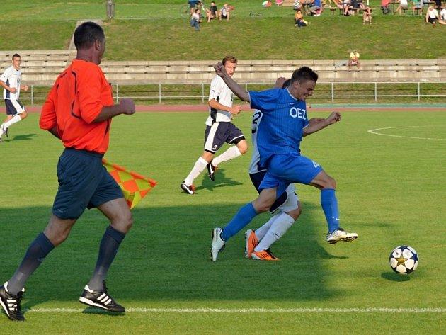 FOTBALISTÉ LITOMYŠLE si sice průběh utkání proti nováčkovi z Letohradu zkomplikovali, ale o výhru se připravit nenechali.