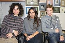 Gabriela Aquirre z Chile studuje na svitavském gymnáziu.  Ondrej Šušol (vlevo) získával zkušenosti ve Francii. Ondřej Richter se rok zdokonaloval v americkém Utahu.