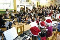 Vánoční koledování na svitavském gymnáziu