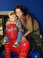 Nejdříve se fotil se Spidermanem.