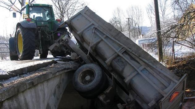 Doprvaní nehoda Johna Deera v Čisté.