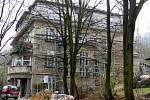 REKONSTRUKCI VILY LÖW–BEER vzali řemeslníci zodpovědně do svých rukou. Všechny plastické prvky jsou podle odborníků původní a při opravě musí být architektonicky zachovány .