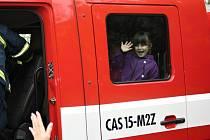 V rámi oslav Dne Země předvedli hasiči v Litomyšli  opravdový zásah proti ohni.