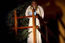 Anděl rozsvítil stromeček v Litomyšli.