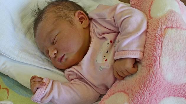 ELIŠKA NUNVÁŘOVÁ přišla na svět 22. května ve 13.49 hodin. Vážila 3,76 kilogramu a měřila 51 centimetrů. S rodiči Pavlou Juračkovou a Petrem Nunvářem bude vyrůstat v Sádku.