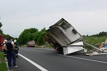 Nehoda kamionů u Cerekvice nad Loučnou.