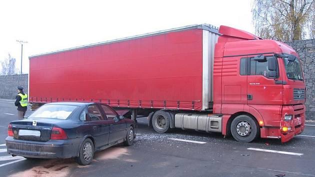 Řidič přehlédl dopravní značení.
