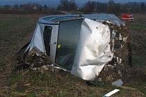 Havárie osobního automobilu na silnici mezi Starým Městem a Třebařovem.