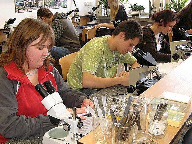 Nejlepší biologové z Pardubického kraje soutěžili na Gymnáziu ve Svitavách.