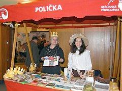 Město Poličku ve stánku zastupovaly dámy z Centra Bohuslava Martinů, v kostýmu se představila postava sestry Bohuslava Martinů – Marie.