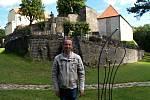 MODERNÍ UMĚNÍ v centru starobylého hradu.