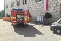 Hasiči trénovali na případný požár na zámku v Litomyšli.