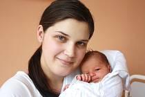 EMA JUNOVÁ. Krásná holčička přišla na svět sedmého června v 8.11 hodin. Sestřičky v porodnici jí navážily 3,35 kilogramu a naměřily půl metru. S rodiči Veronikou a Danielem bydlí ve Svitavách.