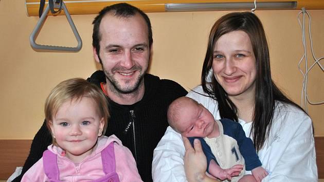 DAVID BUREŠ. Do rodiny Veroniky a Jana Burešových a dvouleté Natálky z Dobříkova se 31. ledna v 15.19 hodin narodil v litomyšlské porodnici synáček. Chlapec vážil čtyři kilogramy a měřil 52 centimetrů.