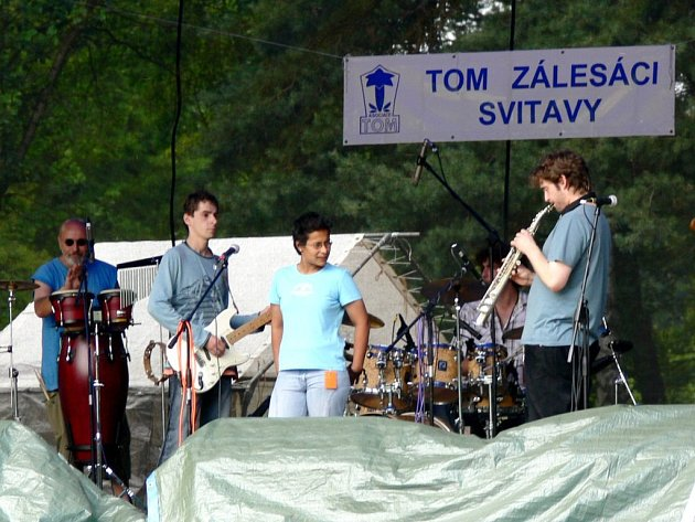 U Rosničky se zpívalo na festivalu Pískoviště. Pódium patřilo i kapele Trio de Janeiro.