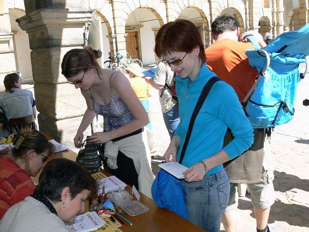 Vandr začíná. Letošní ročník pochodu byl mimořádně zahájen na radnici v Moravské Třebové.