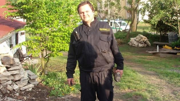 Při úklidu našli hasiči dělostřelecký granát.