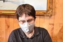 Miroslav Koumar stojí za novým českým patentem. Vymyslel prádlo se stříbrným vláknem.