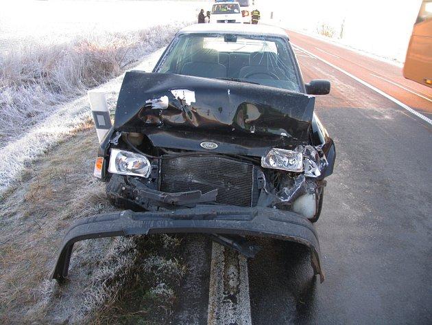 Na hlavním tahu ze Svitav do Poličky se v úterý nedaleko obce Vendolí srazila dvě osobní auta