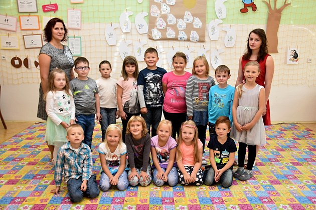 ŽÁCI 1.B ZE ZÁKLADNÍ ŠKOLY UŠKOLEK VLITOMYŠLI spaní učitelkou Veronikou Řehákovou a Michaelou Havlíkovou.