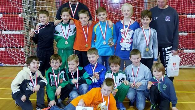 Desetiletí fotbalisté ze Svitavska nenašli na krajském halovém turnaji v Pardubicích přemožitele a zasloužené vyhráli.