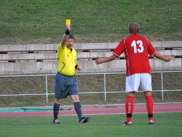 Rozhodčí rozdal 8 karet v zápase Litomyšle se Slatiňany.