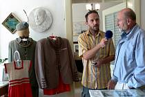 Filip Novotný se Zdeňkem Holubem v muzeu.
