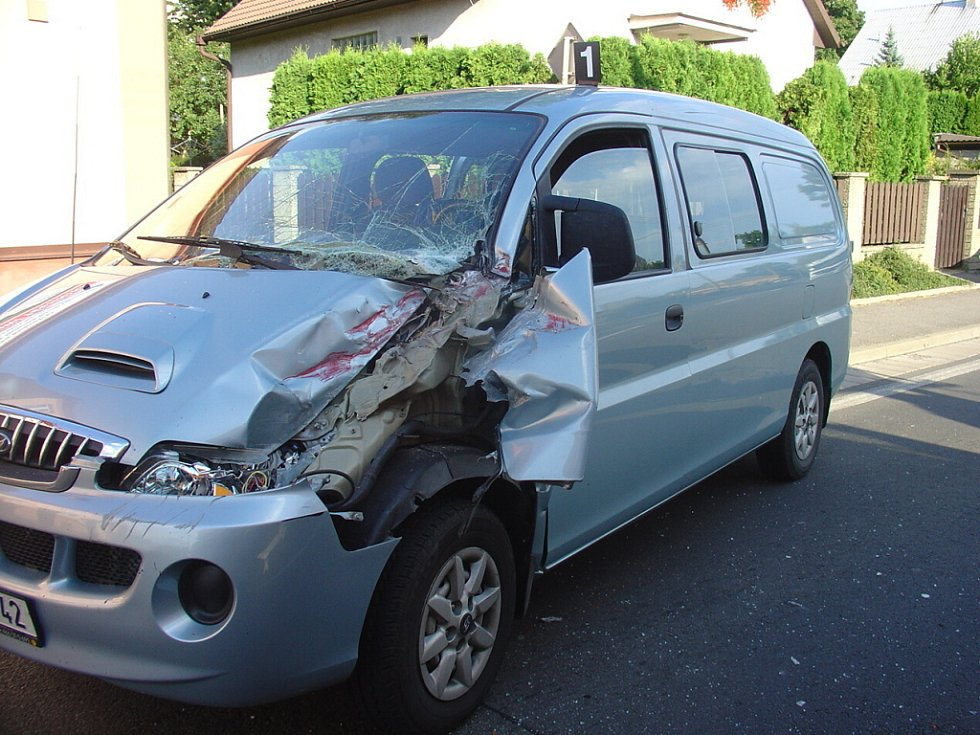 Ve Svitavách se srazil osobní automobil s jeřábem