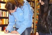 Výzvu na obranu knih podepisují lidé také ve Faltysově knihkupectví v Litomyšli.
