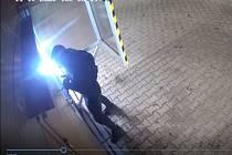 Policie dopadla zloděje za automyček.