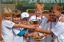 Než se mohli mladí svitavští tenisté radovat ze skvělých dosažených výsledků, museli zvládnout řadu těžkých zápasů. V měřeních sil s východočeskými soupeři obstáli na výbornou a brzy dostanou možnost vyzvat celorepublikovou špičku.