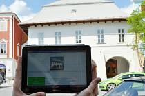 Turisty provází mobilní aplikace.