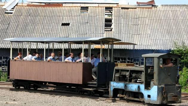 Výletním vlakem mladějovské úzkokolejky se projeli také členové Krajské hospodářské komory.