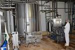Mlékárna v Městečku Trnávka není úplně bez života. Tanky se každý den plní mlékem a smetanou. Pracovníci pasterují a provádějí i nezbytné rozbory.