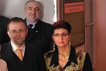 Jana Pernicová, nová radní Pardubického kraje na snímku s Radko Martínkem a Petrem Šilarem