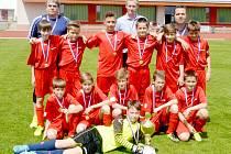 Před utkáním s Holicemi převzali svitavští mladší žáci pohár za svůj primát v základní skupině krajského přeboru