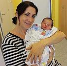 TADEÁŠ SMEJKAL se narodil 14. října ve 21.12 hodin. Vážil 3,5 kilogramu a měřil 52 centimetrů. S rodiči Petrou a Zbyňkem bude bydlet v České Třebové. Vyrůstat bude se sestřičkou Ellou.