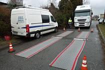 Dopravní kontroly probíhaly po celém Pardubickém kraji. Policisté se zaměřili na řidiče kamionů a autobusů.