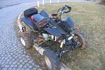 Nehoda čtyřkolky na kruhovém objezdu v Moravské Třebové.