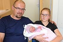 VANESSKA JANDOVÁ je třetí dcera manželů Ivety a Petra z Pomezí. Narodila se 6. června v 8.42 hodin, vážila 3,10 kilogramu a měřila 47 centimetrů. Ze sestřičky se radují Nikča a Anďa.