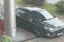 Policie vyšetřuje dva případy, kdy řidič u čerpací stanice natankoval, ale nezaplatil.
